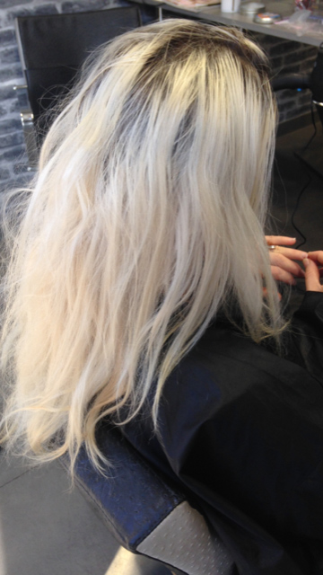 Coloration Blond Polaire Coupe Carre Court Degrade Effile Plongeant 1